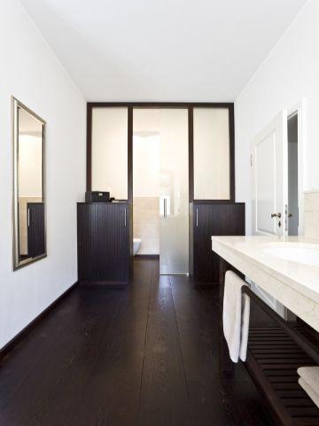 Dřevěná podlaha v koupelně